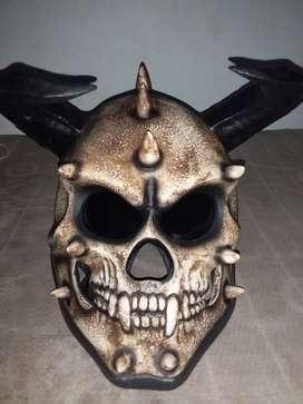 Helm tengkorak unik
