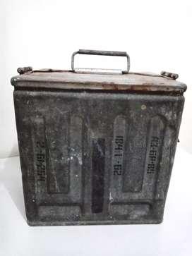 Kotak koleksi bahan besi