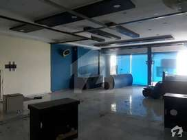 Gulberg Ready to Move 1100 Sft Excellent Office is available on Rent
