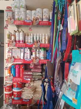 Pets foods n accessories available