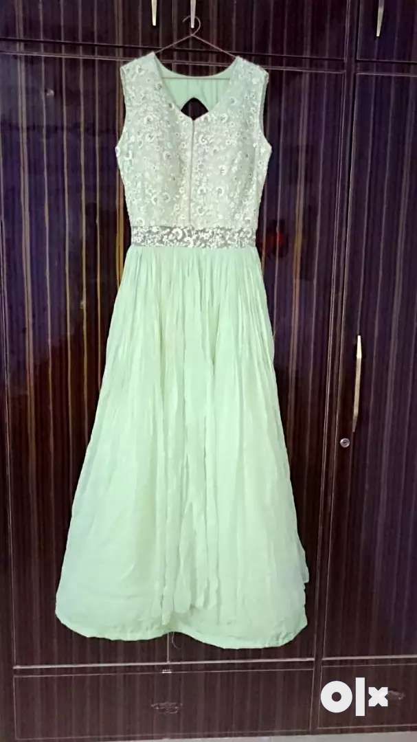 One piece gown 0