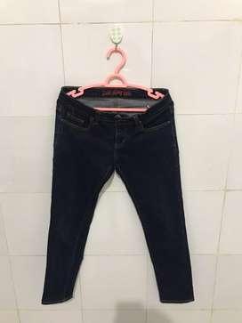 Jeans Wanita Merk Logo