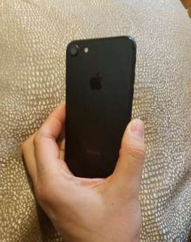 iphon7 black colour 32gb with headfone orignel charger sab kuj orignel