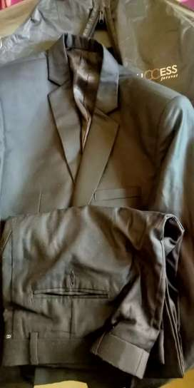 Branded 2 Piece suit almost new and brought from Central mall