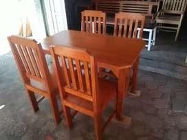 meja makan warna