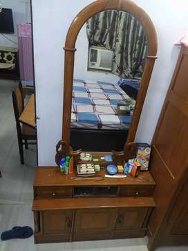 Wooden dressing table for sales in excellent condition