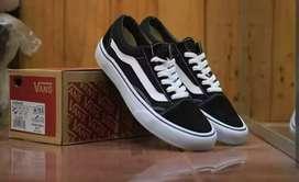 (COD) Sepatu pria sneakers Vans oldskool black white