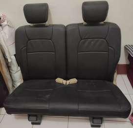 Kursi belakang mobilio