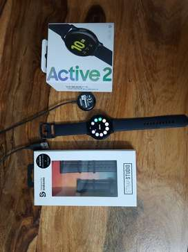 Active 2 LTE watch 1 month old only with extra band