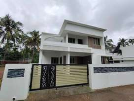 Viyyur   4BHK, 2000SqFt ,6cent ,Semi furnished Villa