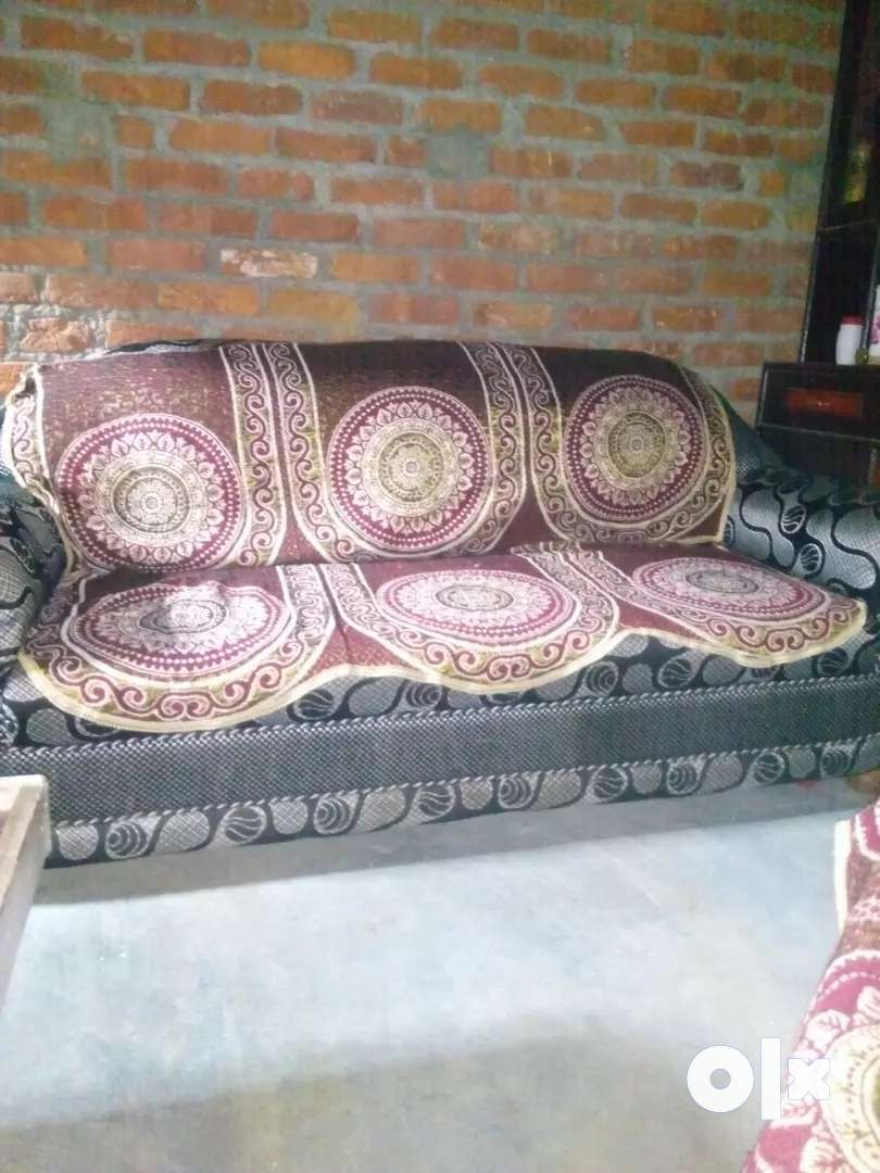 Sofa in good condition 0