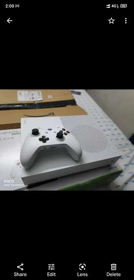 Xbox one s 1 TB white colour