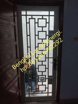 pintu besi sdh termasuk kawat nyamuk rp 1,3jt/unit