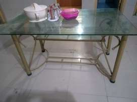 Table dining good condition me hy