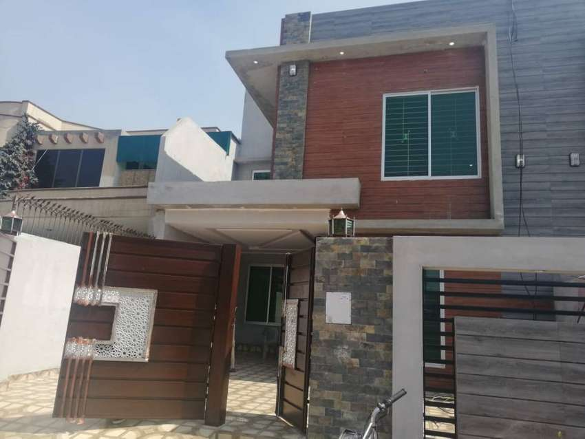 10 Marla Beautiful Residence Perfect Family Home fr sale in Nawab Town 0