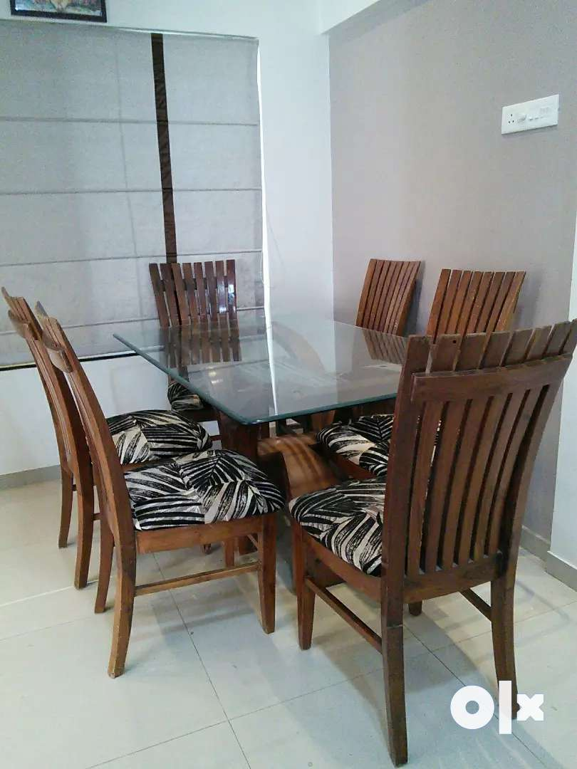 Wooden 6 chair dinning table