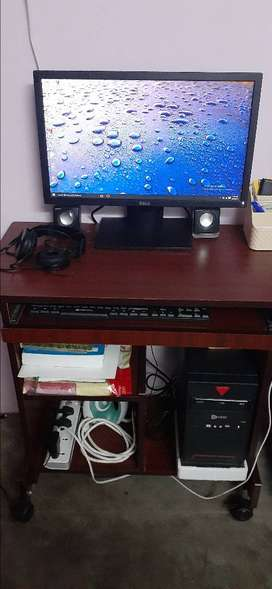 COMPUTER PC WITH TABLE