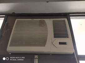 Whirlpool 1.5 ton window AC with stabliser for Rs 7500