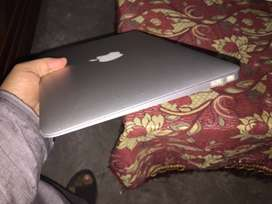 Apple macbook air cor i7  2011 with orignal charger