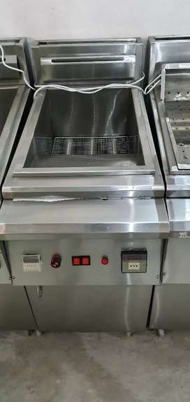 3 tubes deep fryer automatic blour system we hve pizza oven counters