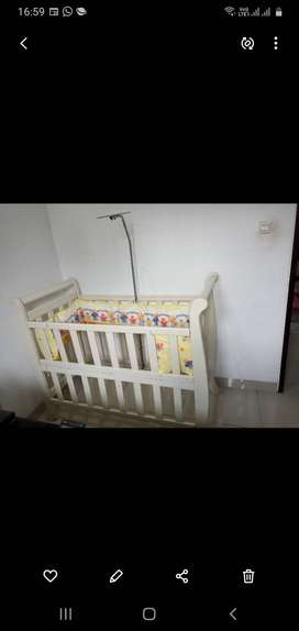 Tempat Tidur/Ranjang Bayi