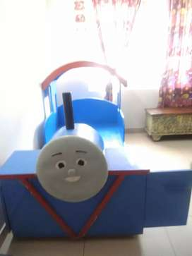 Kid's bed - Thomas train, very good condition