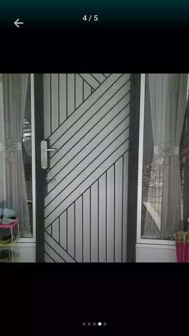 Pintu teralis kasa nyamuk
