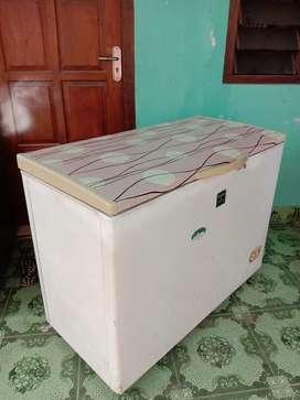 Freezer Box 250 L Banting Harga