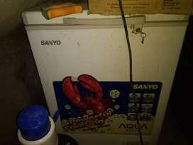 Jual Cepat kulkas freezer SANYO murah aje