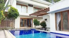 Rumah mewah dg kolam renang pribadi dkt amplaz,seturan,babarsari