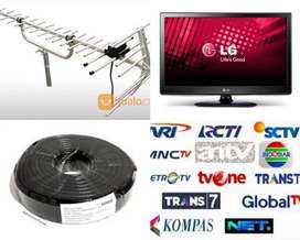 Teknisi Pasang Sinyal Antena Tv