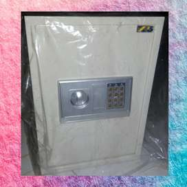 SAFETY BOX 50EA TERKOKOH