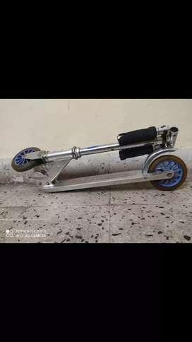 Zipper 2 wheel scooter