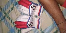 Sg Club gloves in excellent condition...naya hi hai