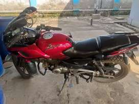Bajaj Pulsar 220 new condition new tyres and battery