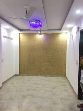 Ready to move 2bhk flat near dwarka mor and very good location