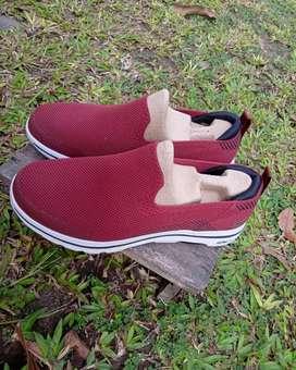 Sepatu skecers ori uk 43