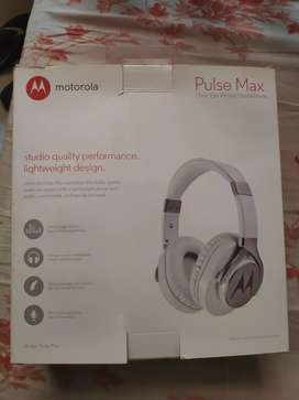 Moto Pulse Max wired Headphones (Over The Ear)