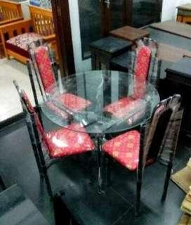 Meja makan minimalist bulat plus 4 kursi kuat, awet.900rb free ongkir.