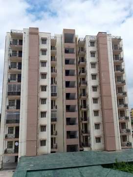 4bhk semi furnished flat for rent