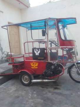 Wheelchair accessible motorcycle rickshaw car