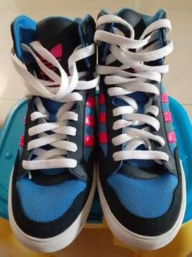 Sepatu original ADIDAS second dari LN Ukuran 38