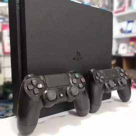 PS 4 slim 1 Tb with 2 controllers