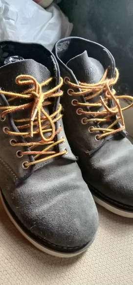 Sepatu boot abu leather size 42