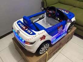Mobil aki remote control polisi anak