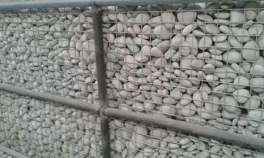 Tersedia batu koral putih ukuran up 4 - 7 cm harga 30rb 10kg 0