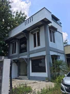 Gudang Tepi Jalan Daerah Klaten Jawa Tengah