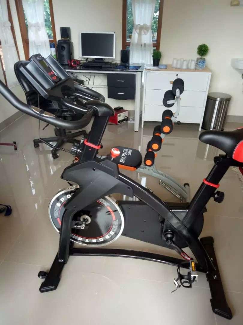 TL bike Fitness SPinning new 930 hitam//putih new