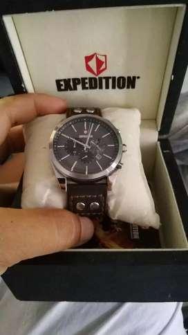 Jam expedition kulit punya sendiri