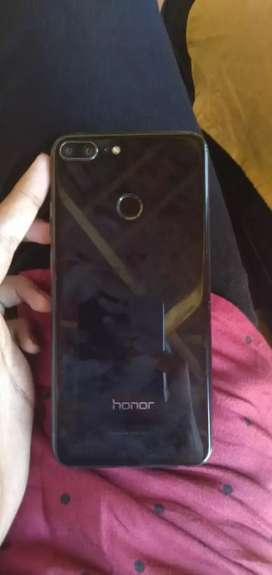 Honer 9 lite 4gb 64, touch glass broken but working good,8 month old